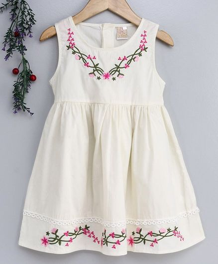 Smile Rabbit Sleeveless Floral Embroidered Frock - White