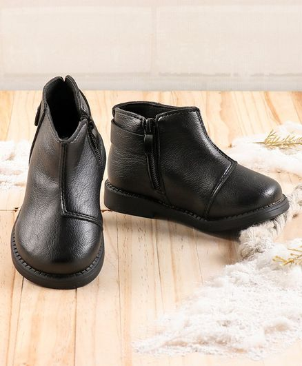 KIDLINGSS Solid Zip-Up Ankle Boots - Black