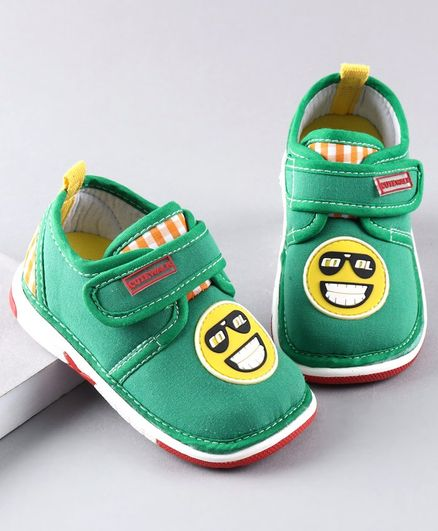 Cute Walk by Babyhug Casual Shoes Smiley Patch - Green