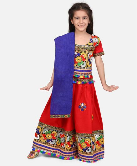 BownBee Short Sleeves Mirror Work Kacchi Style Choli With Lehenga & Dupatta - Red