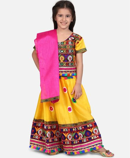 BownBee Short Sleeves Mirror Work Kacchi Style Choli With Lehenga & Dupatta - Yellow