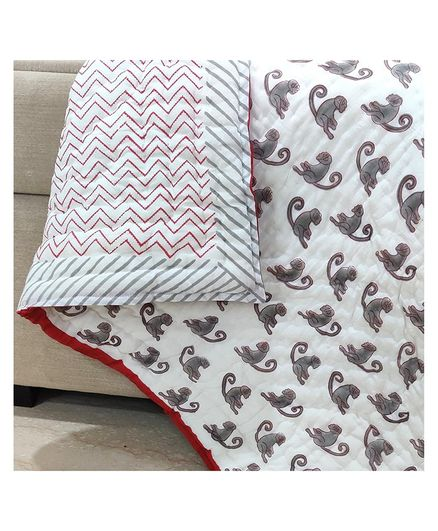 Ikeda Designs Reversible Quilt Monkey Print - White And Red