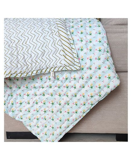 Ikeda Designs Reversible Quilt Star Print - Multicolor
